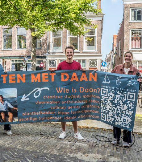 Gemist? Airbnb mag weer in Den Haag en Daan heeft dates voor het uitkiezen dankzij spandoek