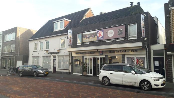 Keurslagerij Van Hest met daar naast Hof van Holland aan de Tilburgseweg.