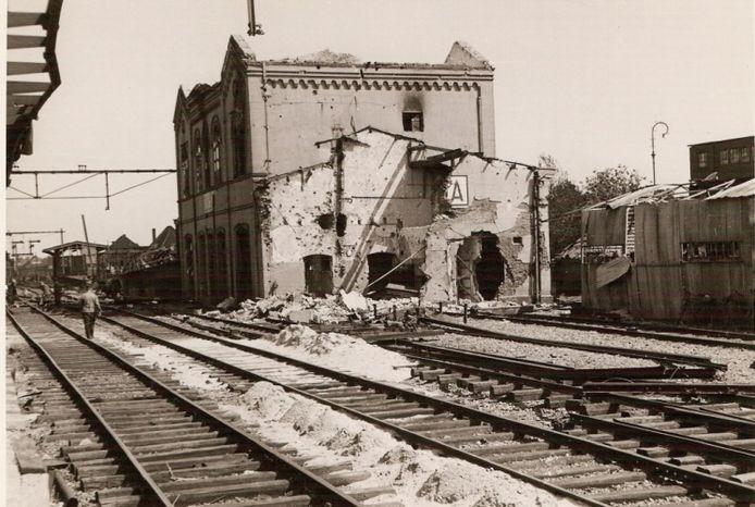 Het vernielde station in Gouda.