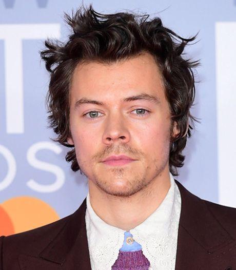 Harry Styles incendié après avoir posé en couverture du Vogue vêtu d'une robe, Hollywood prend sa défense