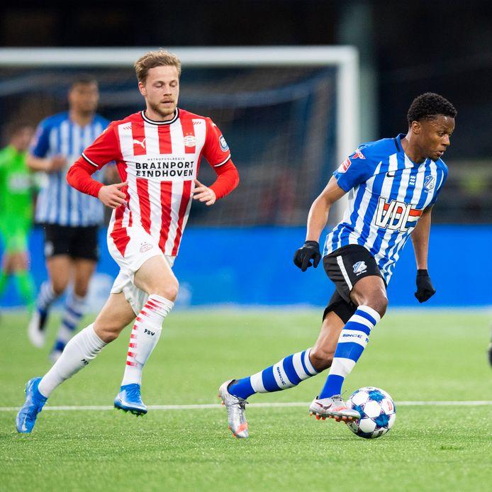 Dante Rigo (links) speelt maandag niet mee bij Jong PSV. Hij is getroffen door het coronavirus.