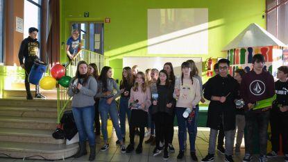 Leerlingen maken muziek met afval