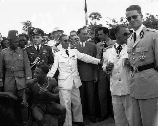 Een piepjonge koning Boudewijn in 1960 tijdens zijn bezoek aan Congo.