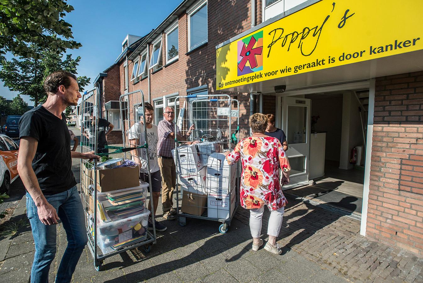 De verhuizing van inloophuis Poppy's naar de Mathildastraat 69 in Oosterhout ging als een speer.