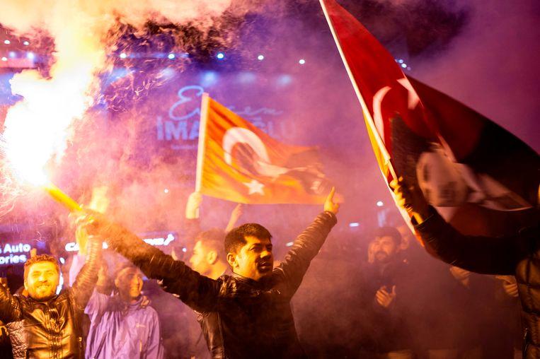 Supporters van de oppositiepartij CHP zondag in Istanbul. Beeld AFP