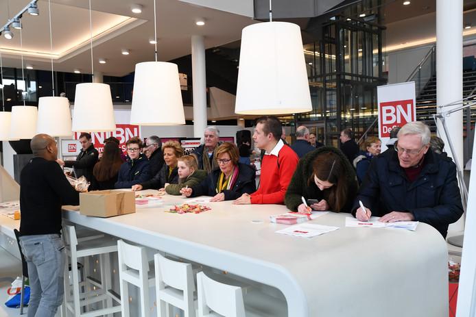 Lezers gingen eerder dit jaar in gesprek met verslaggevers tijdens de open dag op het kantoor van BN de Stem in Roosendaal.
