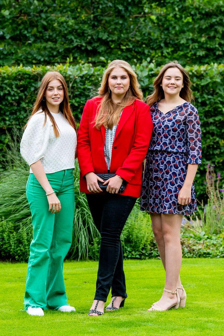 Prinsessen Alexia, Amalia en Ariane tijdens de zomerfotosessie 2021 Beeld EM-Press/Patrick van Emst