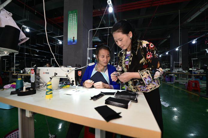 Medewerkers aan het werk in een Chinese fabriek