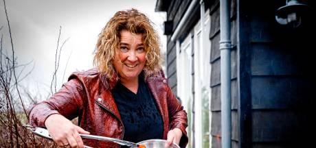 Carola wil al kokend de Hoeksche Waard op de kaart zetten: 'Maar ik wil eigenlijk ook beroemd worden'