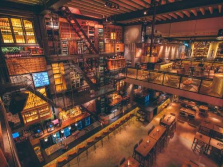 Eindhovens  café is niet verantwoordelijk voor een glas dat van balkon op een hoofd valt