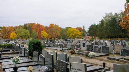 """""""Niet doodgaan a.u.b. Ons kerkhof ligt bomvol"""""""
