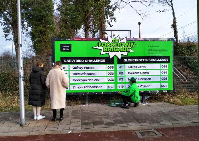 Lockdown  Brigade houdt dagelijks score bij van deelnemende studenten op bord bij de Silly Walks tunnel in Eindhoven.