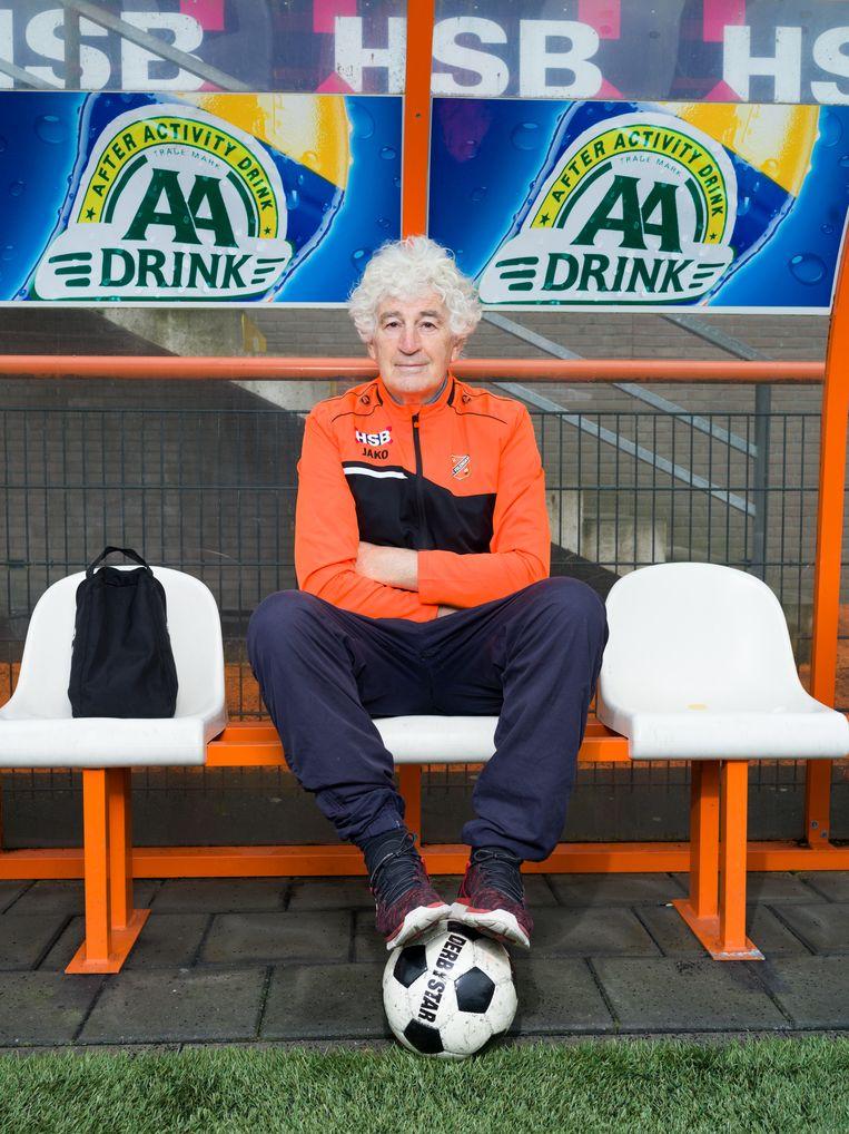 Oud-voetballer en commentator Frank Kramer op de club bij FC Volendam. Beeld Ivo van der Bent