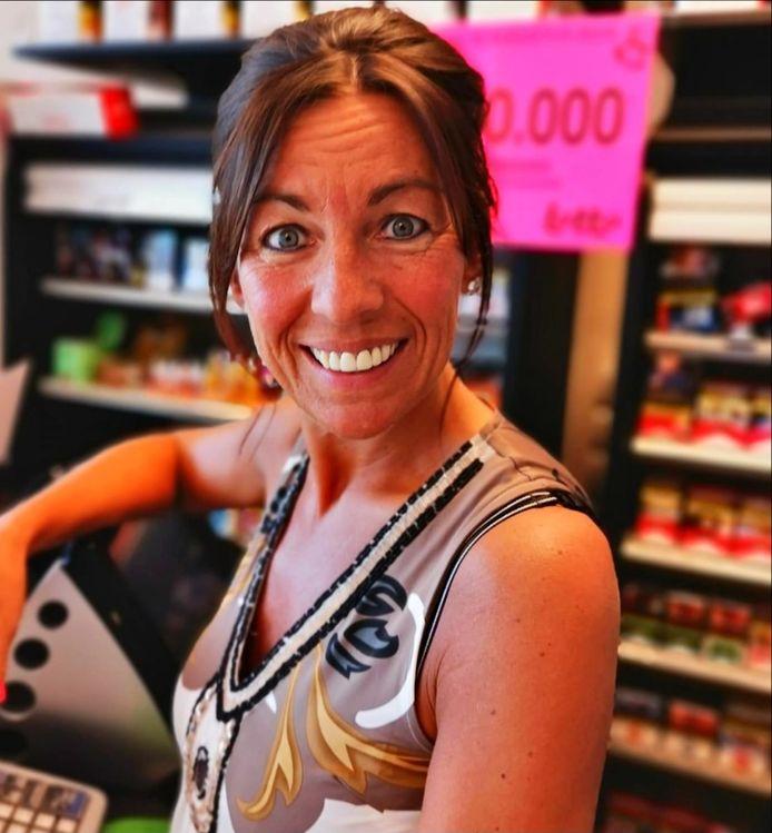Isabel Devooght is hard geschrokken, maar haar glimlach achter de toonbank van Belucci verdwijnt niet.
