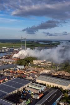 Onderzoek naar oorzaak grote brand bij metaalverwerker in Kampen nog niet afgerond
