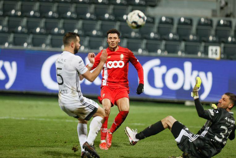 Selim Amallah van Standard in actie tijdens de wedstrijd tegen Eupen. (13/03/2021) Beeld BELGA