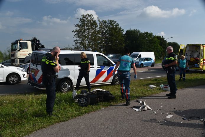 Bij een ongeval op de Steenweg in Zaltbommel zijn vrijdagmiddag drie gewonden gevallen.