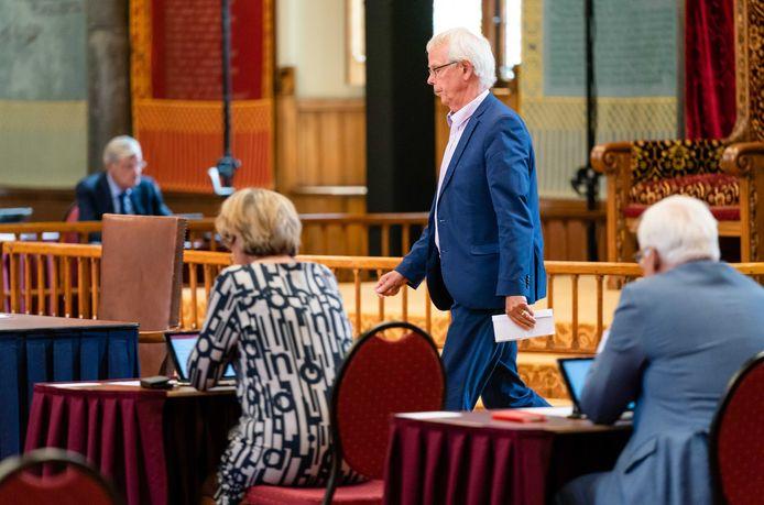 Senator Tiny Kox (SP) geeft een stemverklaring voorafgaand aan de stemmingen in de Eerste Kamer over een tijdelijke huurstop voor zowel de sociale sector als de vrije sector.