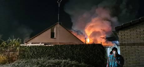 Forse schade door grote uitslaande brand bij woonhuis in Nijkerk