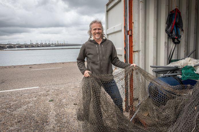 Onderzoeker Hans Slabbekoorn houdt zich bezig met de invloed van onderwatergeluid op het gedrag van dieren in het water.