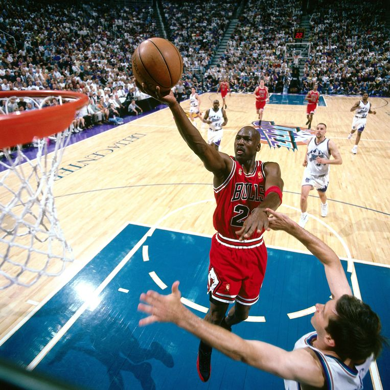 Michael Jordan in actie met de Chicago Bulls tegen The Utah Jazz in 1997.  Beeld NBAE via Getty Images