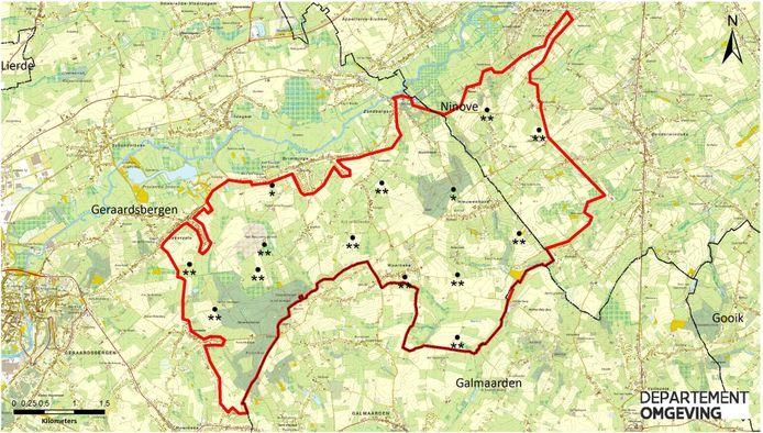 De rode afbakening op onderstaande kaart geeft de grenzen van het nieuwe stiltegebied aan. Het aantal sterren (op een schaal van een tot drie) geeft de akoestische kwaliteit weer.