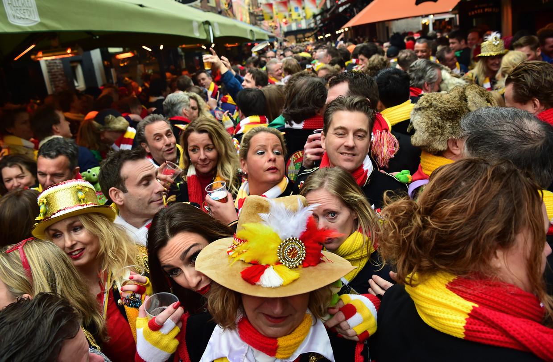 Carnaval in de KortePutstraat in Den Bosch, 20 februari.  Beeld Marcel van den Bergh / de Volkskrant