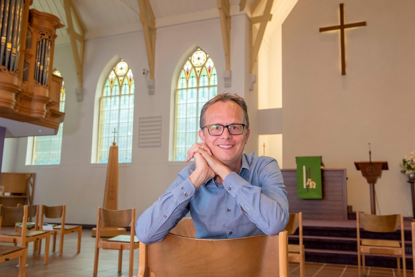 Jan Willem Leurgans, de eerste homoseksuele dominee in Ermelo. Hij komt uit orthodoxe kring, maar hij wil een rolmodel zijn voor andere christenen die worstelen met hun geaardheid.