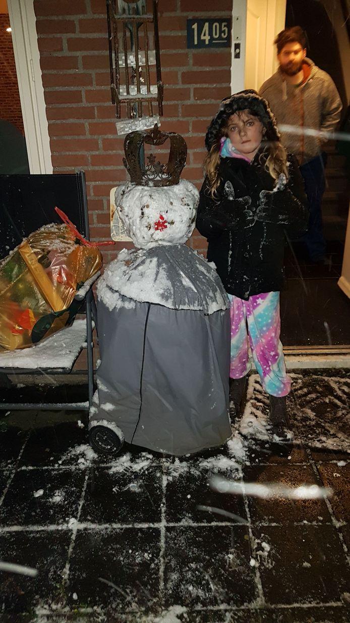 De eerste sneeuwpop van het jaar.