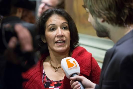 Adriana Hernández voor de microfoon van de voormalige Bossche lokale omroep Boschtion.