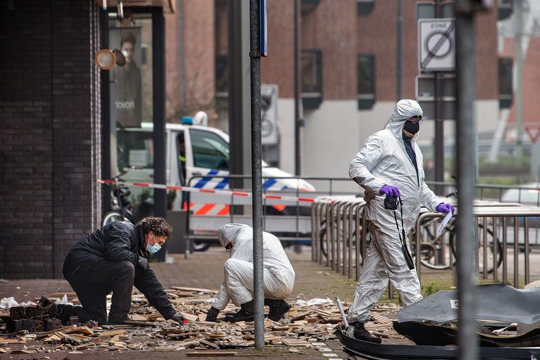 Technische recherche doet eind 2020 onderzoek na een explosie bij een Poolse supermarkt in Beverwijk. Beeld  Guus Dubbelman / de Volkskrant