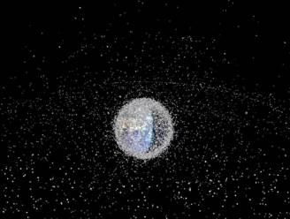 Deze grafiek toont de enorme groei van ruimteafval rond de aarde sinds 1957