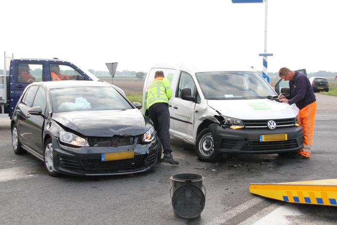 Beide auto's liepen aanzienlijke schade op.