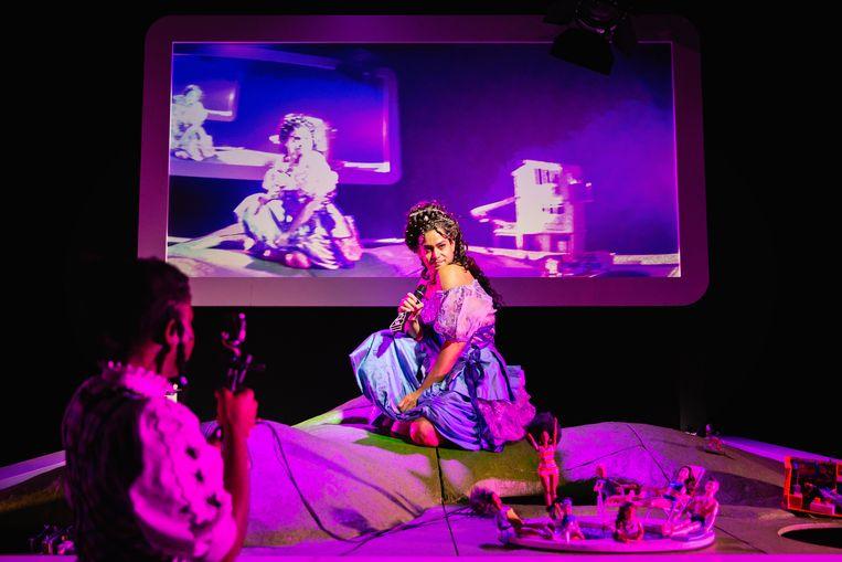 Roben Mitchell als Sissi in Heidi Pippi Sissi Ronnie Barbie van NTjong Beeld Bowie Verschuuren