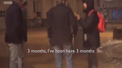 Inwoner Zeebrugge leidt Britse televisiezender BBC rond tijdens reportage over transmigrantenproblematiek