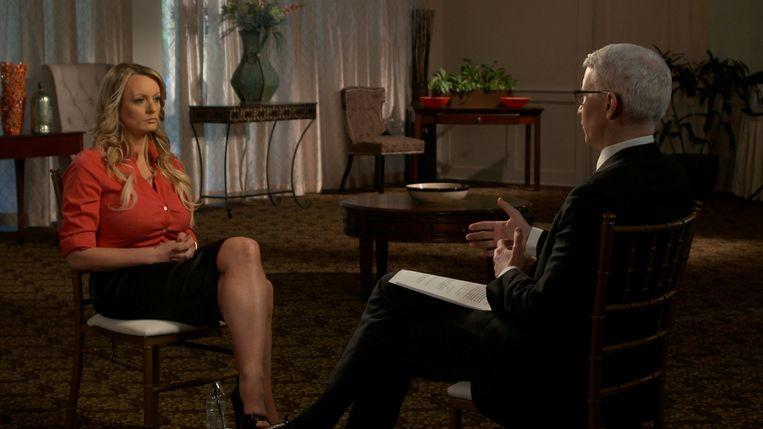 Pornoster Stormy Daniels wordt geïnterviewed door Anderson Cooper van CBS News. Beeld REUTERS