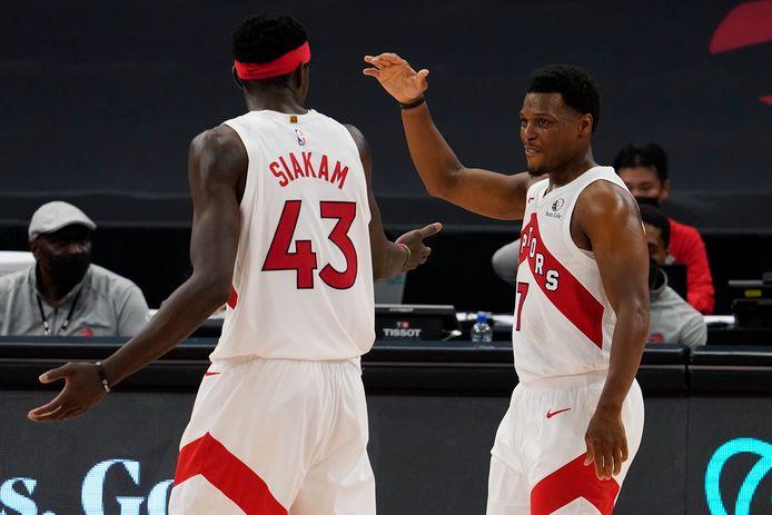 Kyle Lowry (rechts) blijft verrassend genoeg bij Toronto Raptors.