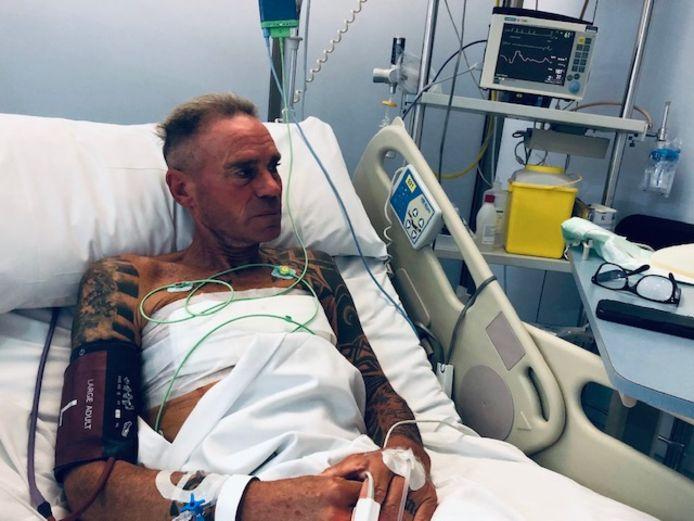 Gert-Jan Theunisse in het ziekenhuis van Mallorca, waar hij in december een zware en riskante hartoperatie onderging.