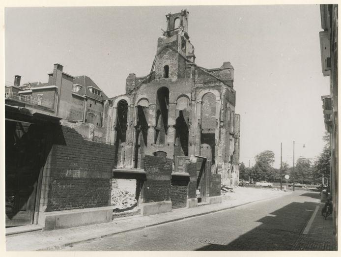 De in 1945 gebombardeerde Boskantkerk aan de Casuariestraat.