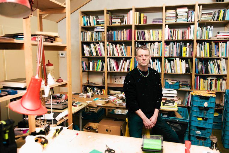 Benjamin Verdonck in zijn atelier in Kapellen. Beeld Damon De Backer