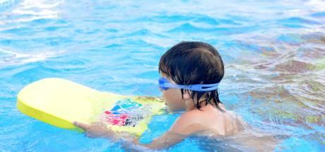 Noodplan tegen extreme wachtlijst voor zwemlessen: 'Mijn dochtertje staat al bijna twee jaar ingeschreven'