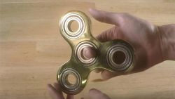 "Vlaming gaat viraal met filmpje over fidget spinner: ""Plots had ik 600.000 views per uur"""