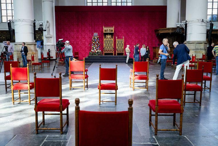 In aanloop naar Prinjesdag worden de laatste voorbereidingen getroffen in de Grote Kerk. De ceremonie ziet er dit jaar anders uit, wegens de maatregelen rondom het coronavirus.  Beeld ANP/Sem van der Wal