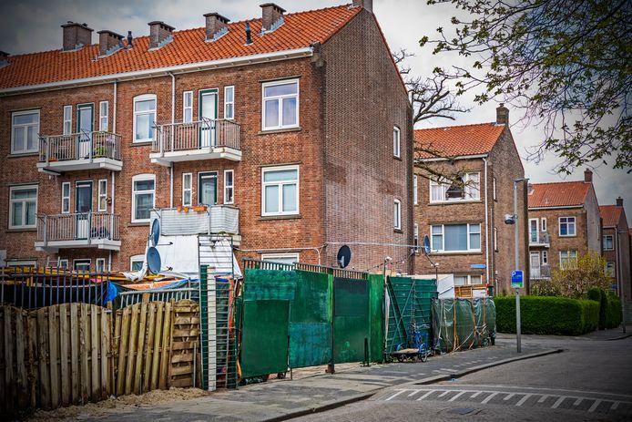 Met een verhuurdersvergunning probeert de gemeente Rotterdam de wijk Carnisse te verbeteren.