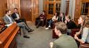 Premier Mark Rutte en minister Eric Wiebes (Economische Zaken en Klimaat) ontvangen scholieren over het klimaatbeleid.