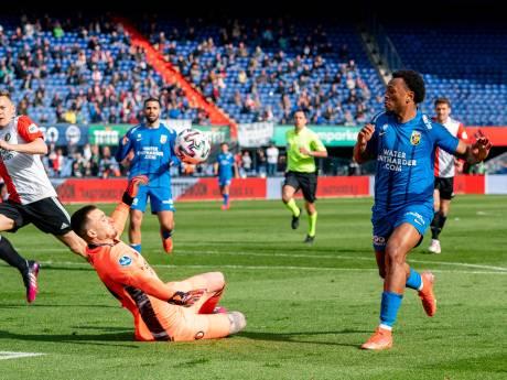 Vitesse laat kansen liggen maar houdt Feyenoord op afstand in strijd om Europees ticket