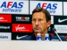 PSV-trainer Schmidt looft zijn defensie en wissels, die tegen AZ voor nieuwe energie zorgden