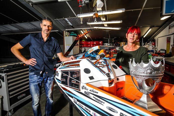 Danny Bossche en Christel Lamoot bij de jetski van hun zoon Quinten