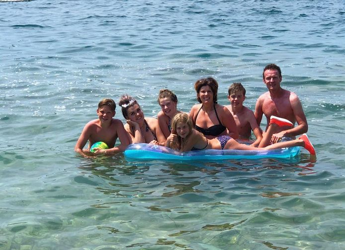 Ewout de Groot (rechts) uit Apeldoorn is met zus Ilze en kinderen op vakantie in Istrië, Kroatië.