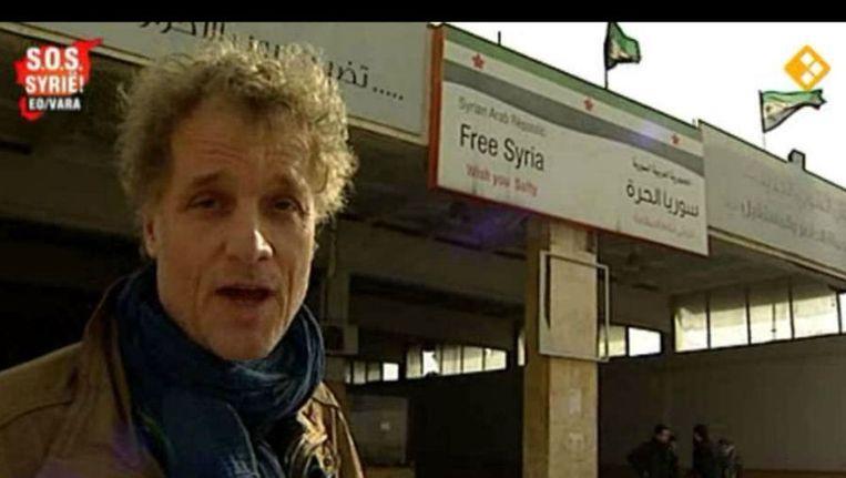 Jeroen Pauw tijdens de uitzending 'S.O.S. Syrië!', dat vooral informatief van aard was. Ditmaal geen belpanel. Beeld Screenshot Uitzending Gemist